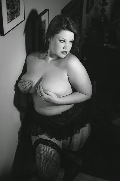 boudoir plus size topless