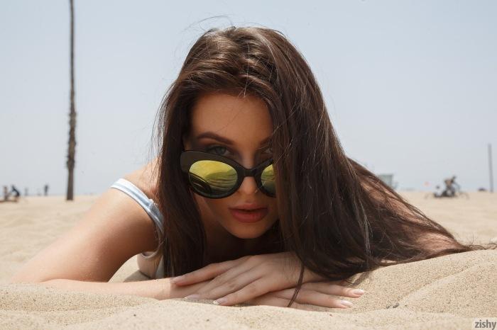 lana in the beach (9)